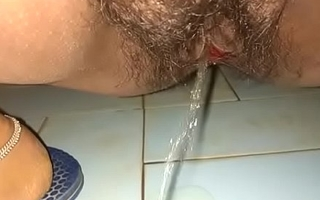 my sexy indian aunty pissing